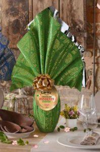 Uova di Pasqua fondente con granella di pistacchio Cortes
