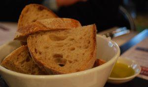 Merenda con pane e olio